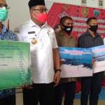 Kunker Ke MBD, Gubernur Serahkan Bantuan Senilai Rp313 M
