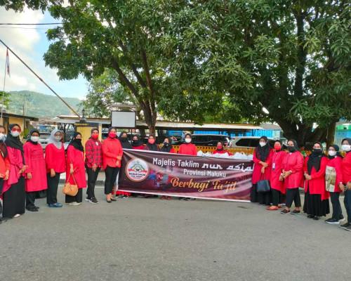 Peduli Sesama, Isteri Gubernur Maluku dan MT Nur Asiah Berbsgi di Bulan Suci Ramadhan